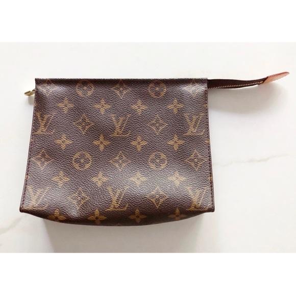 31103853fc0d7 Louis Vuitton Handbags - NWOT Louis Vuitton Toiletry Pouch 19